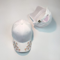 Стильная женская кепка - бейсболка RETRO с цветочками White