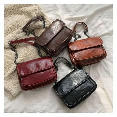Універсальна сумочка, яка чудово доповнить твій лук 😉 чи це буде вечірня легка прогулянка в кедах, чи романтичне плаття та підбори❤️ можна носити в трьох варіантах гортай карусельку та обирай свій 👜👠👟 #сумочка #сумкачерезплечо #сумкилуцьк
